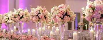 16 Tall And Dramatic Wedding Centerpiece Designs