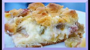 rhabarberkuchen mit hefeteig pudding und streuseln rezept