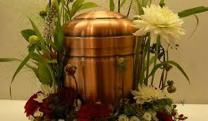 urne zu hause aufbewahren kann den friedhofszwang umgehen
