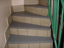 tapis antiderapant escalier exterieur revetement liquide antiderapant