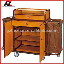 hotel avec service en chambre chambre d hôtel de nettoyage service de chariot avec le cabinet et
