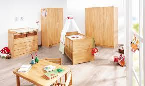 chambre bébé bois naturel lit bébé évolutif et commode à langer massif naturel natura