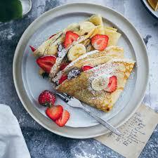 crêpes mit milka haselnusscreme erdbeeren und bananen