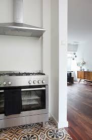 verschiedene bodenbeläge in küche und bild kaufen