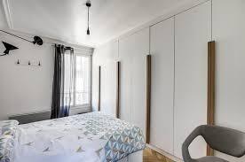 porte de placard chambre placard dans une chambre portes coulissantes ou battantes