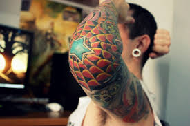 tatouage homme coude