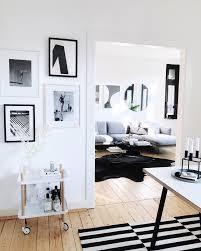 mix and match in schwarz weiß und hellem holz wohnz