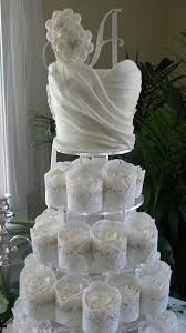 Bridal shower cake with matching cupcakes