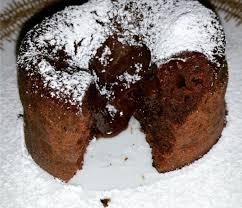 lauwarmes schokoladenküchlein mit flüssigem kern die