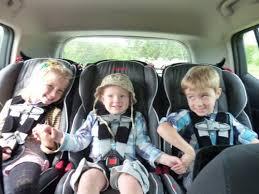 peut on mettre 3 siege auto dans une voiture questions de futurs propriétaires 3 enfants et les véhicules