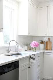 choosing kitchen backsplash tile trendy or classic
