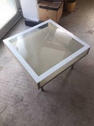 wohnzimmer coachtisch ikea magiker birke mit glasplatte