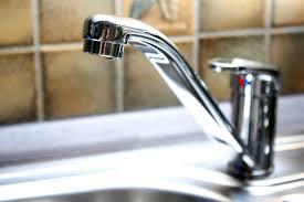 leitungswasser stinkt woran kann das liegen