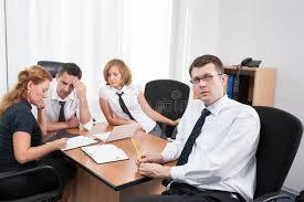 bureau conseil d administration gestionnaire avec des employés de bureau dans la salle du conseil