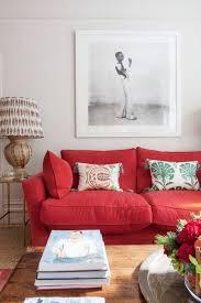 luxus wohnzimmer einrichten mit rotem sofa gelbes