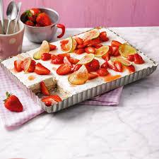 Hochzeitstorte Mit Erdbeeren Und Limetten Limetten Kühlschrank Torte Mit Erdbeeren