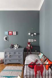peinture chambre d enfant idee deco chambre d enfant peindre un mur de couleur pour relever la