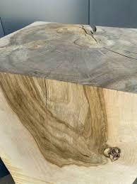 walnussbaumstamm baumstamm würfel massivholz stehle couchtisch