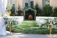 Dresser Mansion Tulsa Ok 74119 by A Vintage Couch Helped Set The Scene At This Dreamy Wedding