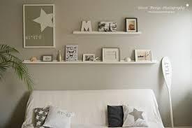 bilderleiste im wohnzimmer über dem sofa im eastcoast stil