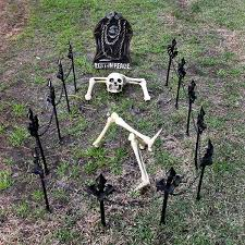 Halloween Cemetery Fence Ideas by 25 Freaky And Creepy Halloween Yard Decorations House Design And