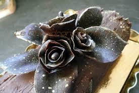 decoration patisserie en chocolat pâte de chocolat pour modeler un décor de patisserie le chaudron