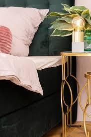 grün trifft rosé schlafzimmer deco möbel