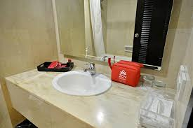 Dua Upon Entering Bathroom by Hotel Zen Rooms Bandengan Selatan Jakarta Indonesia Booking Com