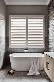 schmales badezimmer mit stehender bild kaufen