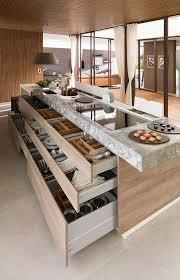 meuble cuisine central exemple d ilot de cuisine central avec de gigantesques tiroirs