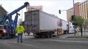 100 Truck Time Sacramento Big Rig Gets Stuck Blocks J Street OffRamp Into Downtown
