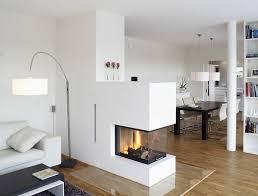 hersteller okal haus helles wohnzimmer mit dreiseitigem
