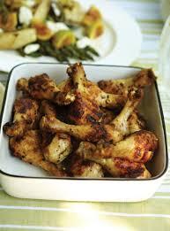 cuisiner figues fraiches pilons de poulet à l ail et aux herbes et salade d asperges fenouil