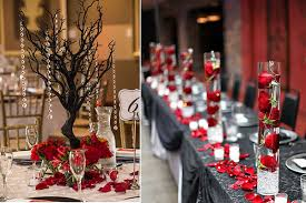 The Black Tree With Crystal And Roses In Left Picture Is Very Sophisticated For Long Tables Put Red Glasses Filled Water Use