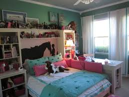 Pink John Deere Bedroom Decor by Best 25 Horse Bedrooms Ideas On Pinterest Horse Sculpture