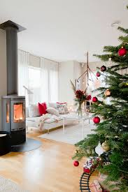 weihnachtsbaum und kaminofen im modernen bild kaufen