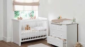 chambre bébé lit commode awesome lit bebe avec plan a langer images design trends 2017