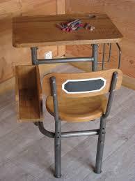 bureau ecolier en bois un ancien pupitre écolier très original patines couleurs