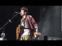 John Mayer Playing Guitar Behind His Back