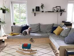 paper plane wohnzimmer mit baby