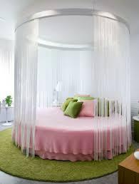 rundbetten ermitteln eine gehobene atmosphäre im schlafzimmer