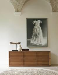 moderne kommode sorgt für ordnung im wohnzimmer und schlafzimmer