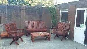 Wooden Pallet Patio Furniture Plans by 8 Diy Outdoor Pallet Sitting Furniture Ideas 99 Pallets