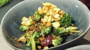rezept asiatischer brokkolisalat mit pastinaken croutons