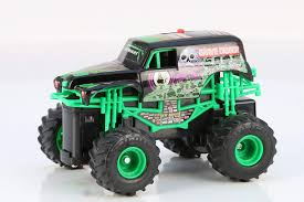 Amazon.com: New Bright R/C F/F 4x4 Monster Jam Grave Digger With 360 ...