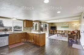 haus innen mit offene grundriss küche und wohnzimmer stockfoto und mehr bilder architektur