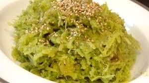 cuisiner courgette spaghetti courge spaghetti au pesto épinards recette par cuisine alcaline