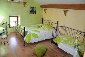 chambre d hote bien etre décoration élégante pour cette chambre d hôte avec impression de