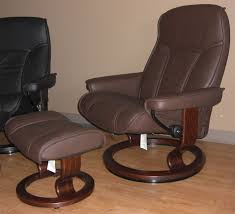 Stressless Governor Paloma Chocolate Leather Recliner Chair And ... Ekornes Strless Mayfair Office Chair Black Paloma Leather Youtube Sunrise Desk Sand By Ambassador Large Consul Recliner Ergonomic Computer Laptop Writing Study Table Home Lab Tables Chelsea Small Chocolate President And Medium Lounger Admiral Ottoman Midcentury Recling Chrome Lounge Magic Rock Color Peace Signature Chairottoman