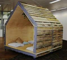 Small Room Made From Pallets This Would Be A Cute Playhouse For The Kids